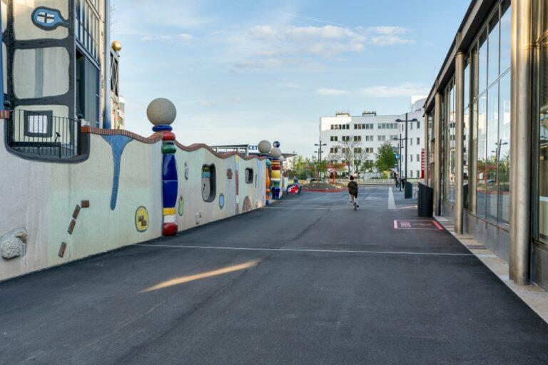 Spittelau, Hundertwasser, Mauer, Asphalt, U-Bahn-Station