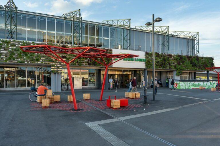 """Vorplatz der U-Bahn-Station """"Spittelau"""", 1090 Wien"""