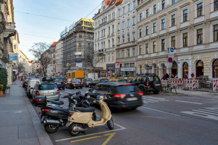 Burggasse, Wien-Neubau, Autos, Mopeds, Umbau