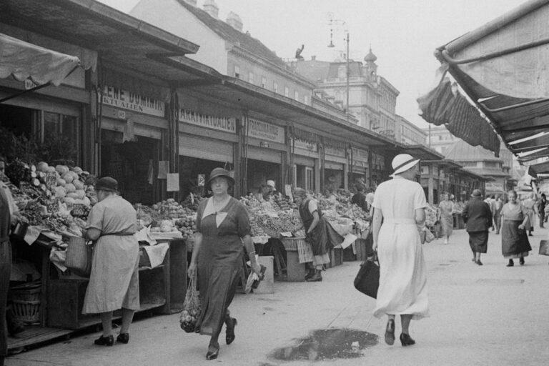 Frauen am Naschmarkt in den 1930ern