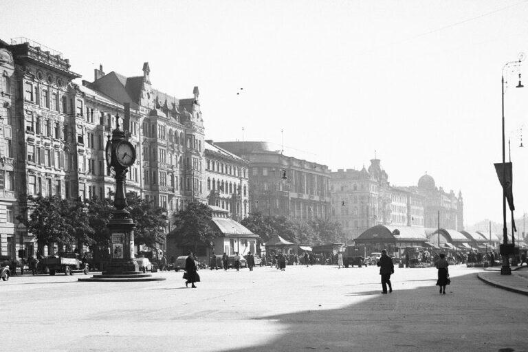 Naschmarkt, historische Aufnahme, Uhr, Marktstände, Wienzeile