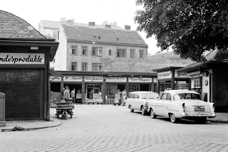 Marktstände an der Linken Wienzeile, Aufnahme aus den 1960ern