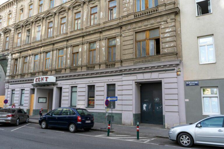Erdgeschoßfassade eines Gründerzeithauses in Wien-Favoriten