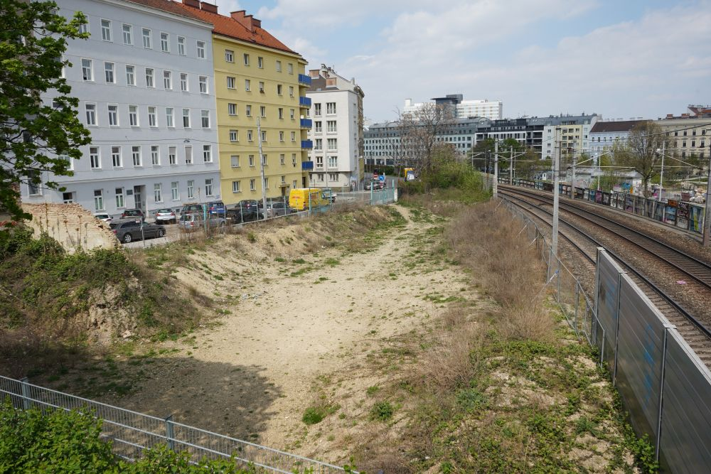 "Brachfläche, S-Bahn, Kärchergasse, nahe S-Bahn-Station ""Rennweg"", Fasanviertel"