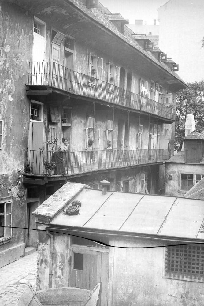 historische Aufnahme des Hauses in der Neustiftgasse 40, Hofseite