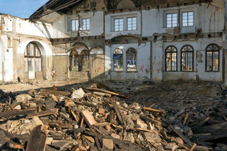 Gösserhalle nach dem Abriss, Schutt, Mauern