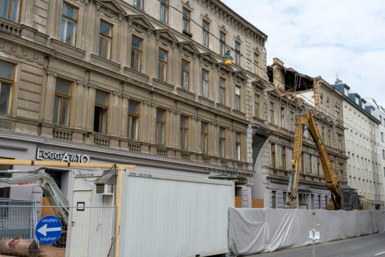 Gründerzeithaus in der Humboldtgasse 42-44 (Ecke Gudrunstraße) wird abgerissen, 1100 Wien