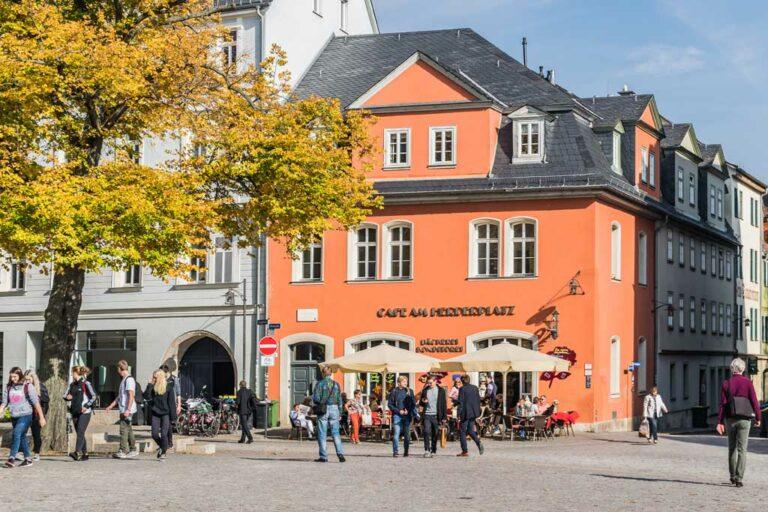 Fußgängerzone in Weimar, Deutschland, historische Gebäude