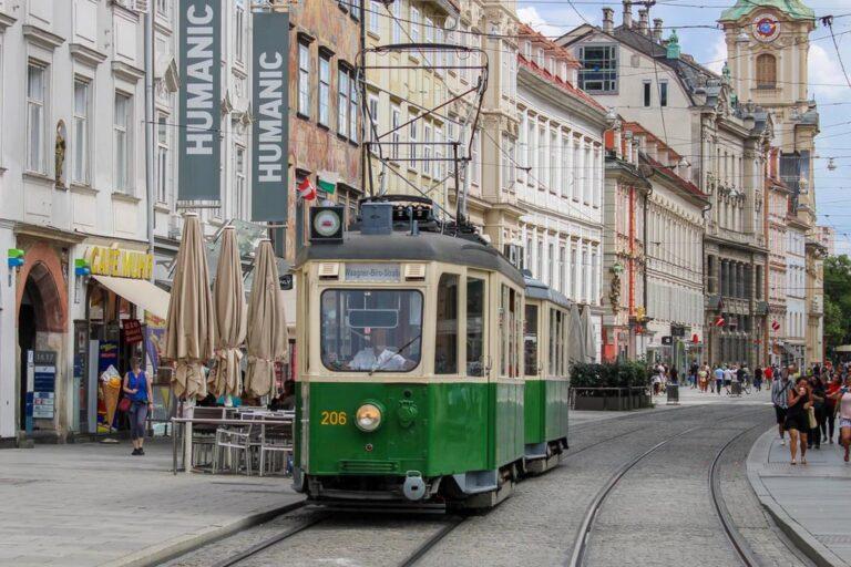 Straßenbahn in der Herrengasse in Graz