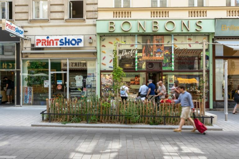 Verkehrsberuhigung, Begegnungszone, 7. Bezirk, Wien, Geschäfte, Fußgänger, Begrünung