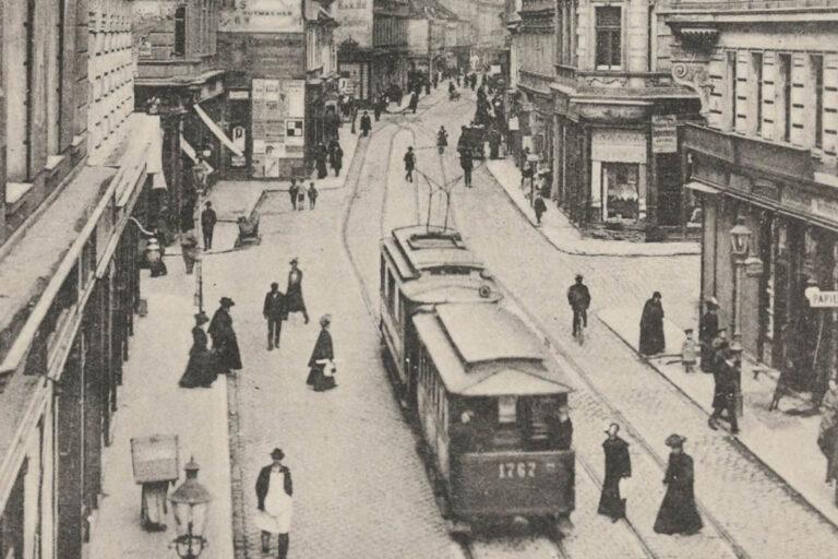 historische Aufnahme einer Straßenbahn in der Neubaugasse