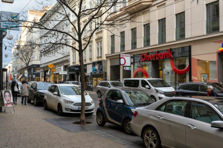 parkende Autos in der Neubaugasse