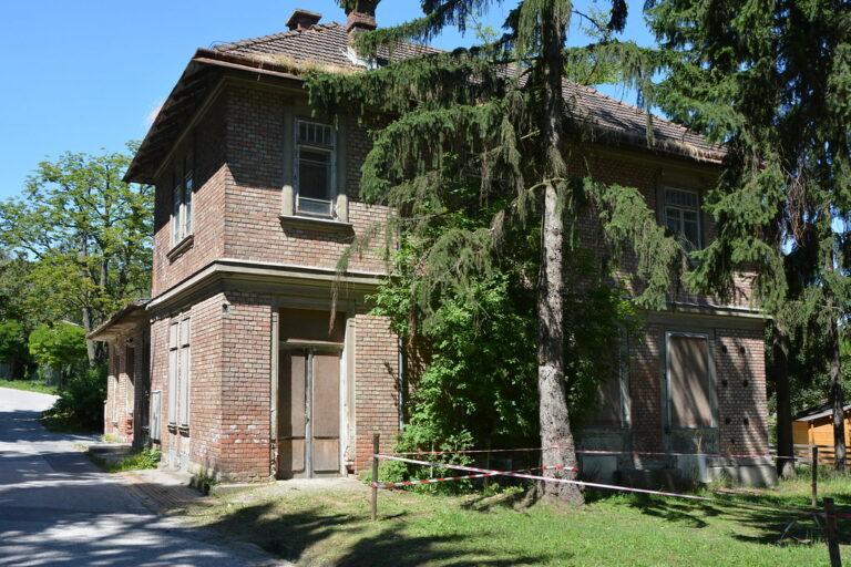 historisches Wirtschaftsgebäude des Otto-Wagner-Spitals am Steinhof in Wien, Fleischerei, Sichtziegel, Jugendstil