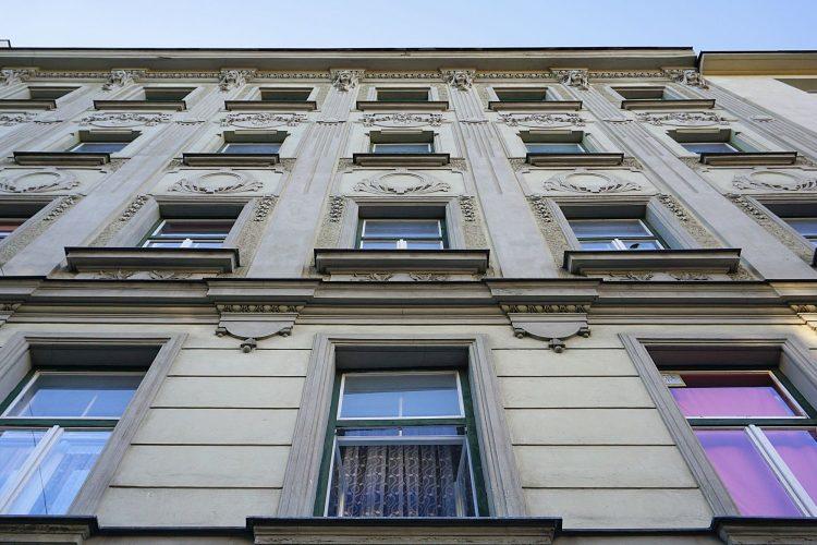 Fassade des Jugendstilhauses Arthaberplatz 9 in Wien-Favoriten (10. Bezirk)