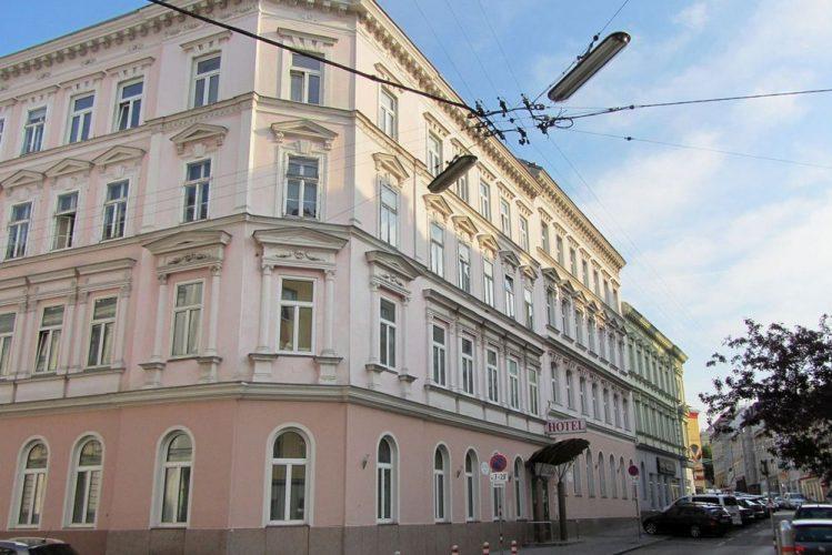 Gründerzeithäuser mit Historismus-Fassadendekor zwischen Bachgasse und Thaliastraße in Wien-Ottakring