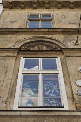 Biedermeierhaus Breite Gasse 15, renovierungsbedürftige Fassade
