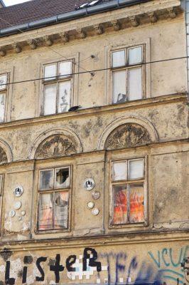 Biedermeierhaus in der Breite Gasse, renovierungsbedürftige Fassade