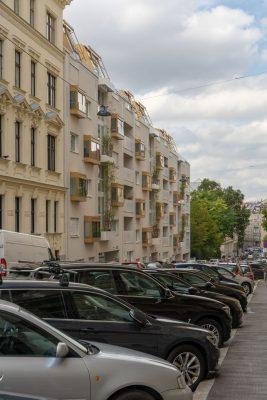 parkende Autos in der Graf-Starhemberg-Gasse, Wien-Wieden