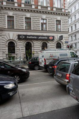 Autos in der Hörlgasse, Wien-Alsergrund
