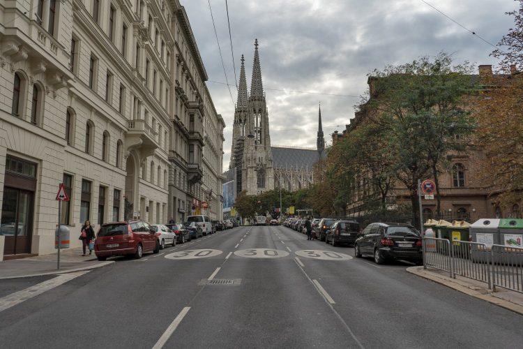 Straße Richtung Votivkirche