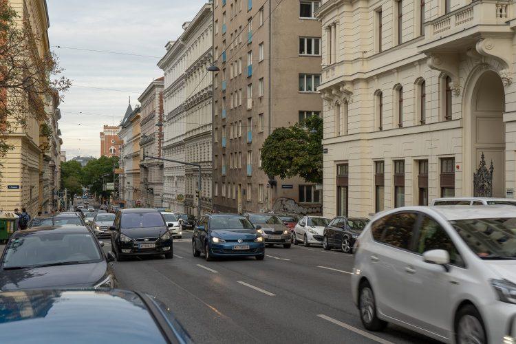 Autos in der Hörlgasse/Wasagasse, Wien-Alsergrund