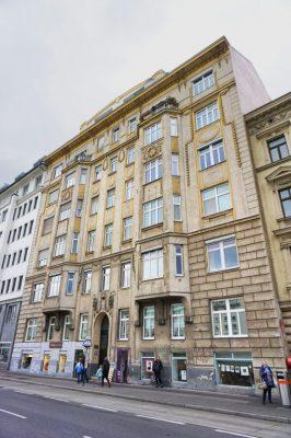 Jugendstilhaus an der Linken Wienzeile 108, 1060 Wien, bei U-Bahn-Station Pilgramgasse