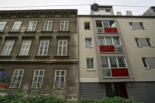 Marchettigasse 10 (links, Baujahr 1859) und 8 (rechts)