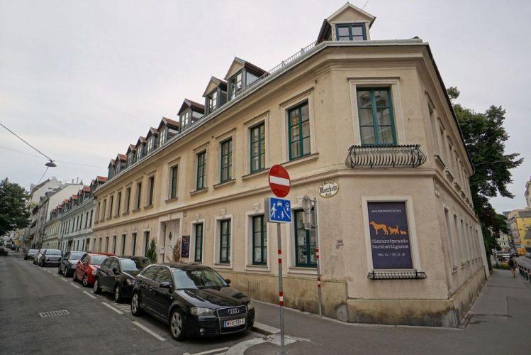 Biedermeierhäuser in der Marchettigasse in Wien-Mariahilf (6. Bezirk)