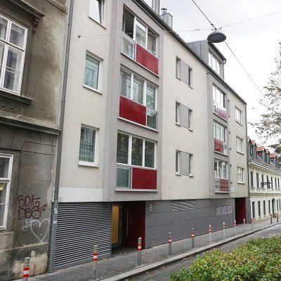 Neubau und Altbau in der Marchettigasse in Wien-Mariahilf