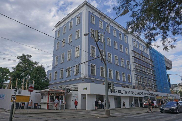 Blaues Haus in der Mariahilfer Straße Ecke Gürtel beim Wiener Westbahnhof wird abgerissen und durch eine IKEA-Filiale ersetzt