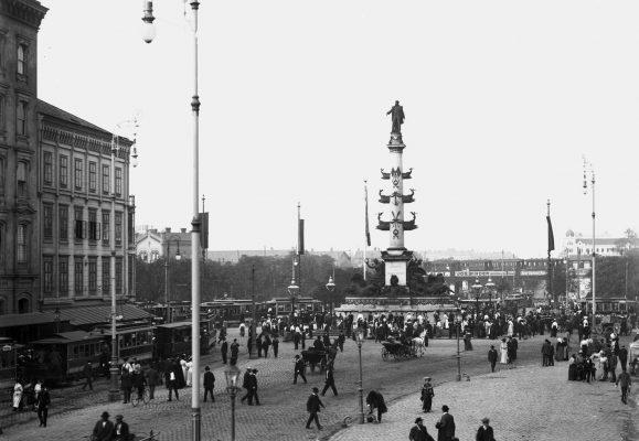 Praterstraße, Hintergrund der Praterstern um 1905 Straßenbahnzüge der Tpye G, D1 und Beiwagen f3,