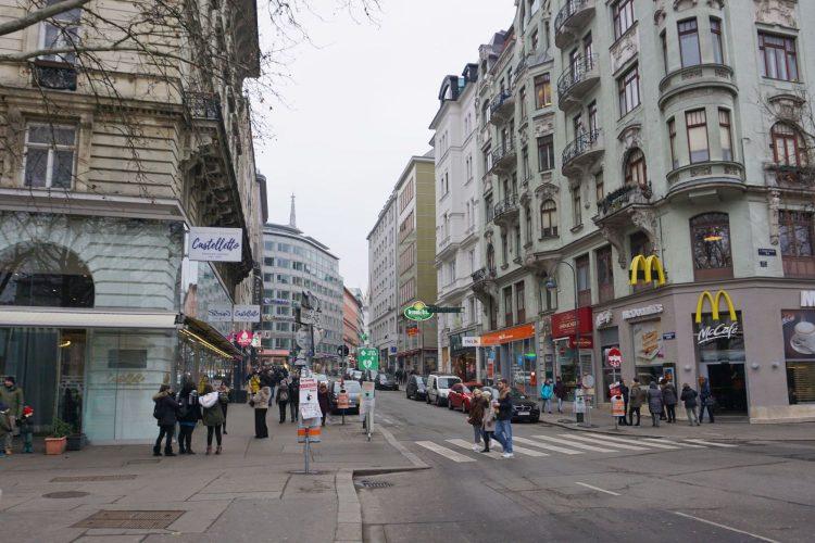 Rotenturmstraße vor dem Umbau zur Begegnungszone, beim Schwedenplatz
