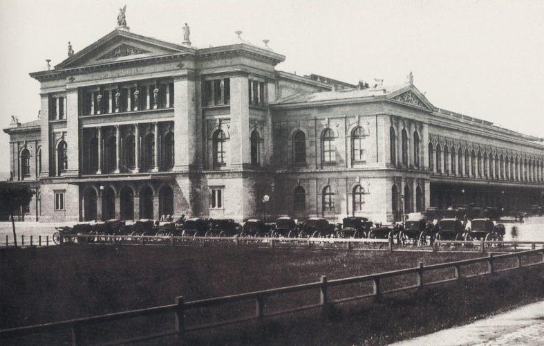 historische Aufnahme eines Bahnhofs